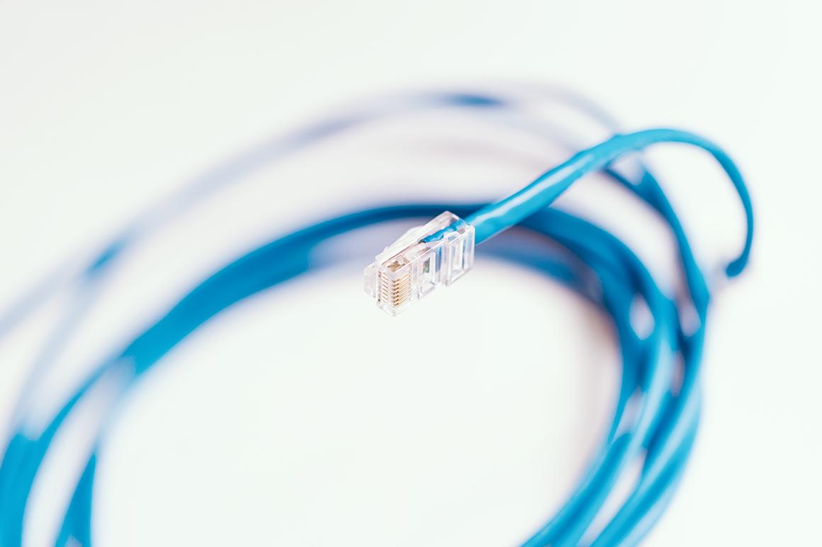 オフィスのLAN配線工事で使われるLANケーブルの種類
